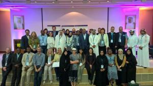 In piedi, seconda da sin.:Patricia Tricorache in Kuwait