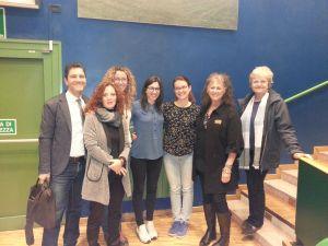 I prof. Barbara Demori e Marco Patruno con Laurie Marker e Betty von Hoenning con alcuni studenti.